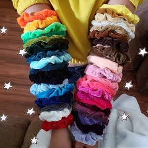 PACK OF 90 SCRUNCHIES🤯